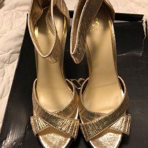Gold platform Shoe Dazzle shoe